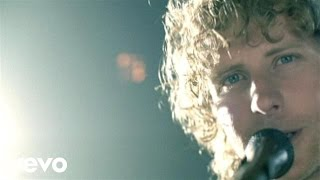 Dierks Bentley - Come A Little Closer (Official Music Video)