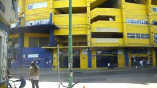 preview picture of video 'LA BOCA BUENOS AIRES - ESTADIO DE BOCA JUNIORS LA BONBONERA - FERIA Y MERCADO DE LA BOCA'