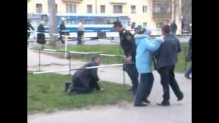 Пьяная драка на улице ПЕРЕПЁЛОЧКА рулит