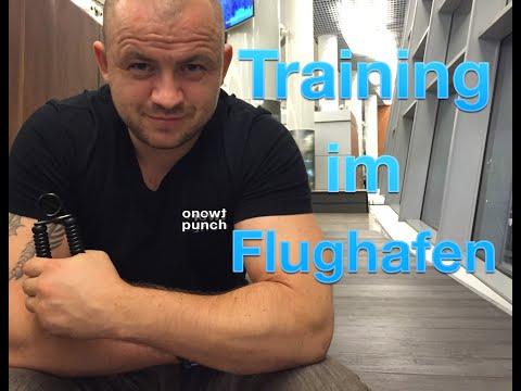 Handtrainer im Flughafen / Griffkraft Übungen / Unterarm Training / One Two Punch