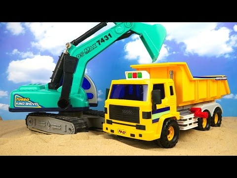 El camión volquete y la excavadora ayudarán a traer la arena Juguetes para niños y coches