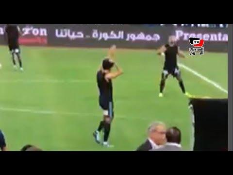 عمر جابر و«الشناوي» يردان تحية جماهير الزمالك قبل مباراة بيراميدز بنهائي الكأس