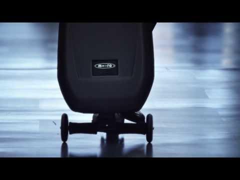 Micro trolley | Una borsa, una valigia e un monopattino