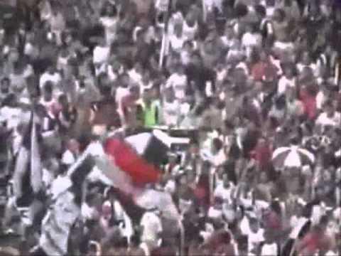 """""""Garra Blanca Vieja Escxela, Años 90"""" Barra: Garra Blanca • Club: Colo-Colo"""
