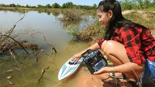 Amazing Girl Fishing By Using RC Boat In Cambodia