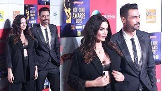 Arjun Rampal's Girlfriend Gabriella Demetriades H0T In Open Dress At Zee Cine Awards 2019