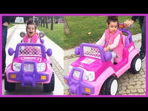 Prenses Akülü Arabamız ile Park Keyfi! Arabamızın Şarjı Bitti Yolda Kaldık | Eğlenceli Çocuk Videosu