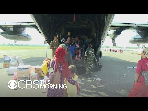 Desperate Indonesians flock to airport after earthquake, tsunami