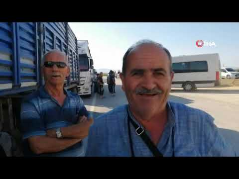 İzmir'de damperi açık kalan kamyon viyadüğe çarptı