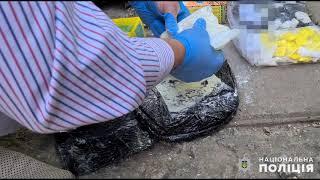 В Николаеве мужчина получил по почте килограмм амфетамина и синтетической соли. Видео
