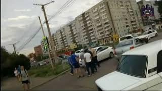 Таксист получил по лицу после конфликта с водителем «скорой»