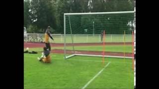 Koordination mit Torschuss hohem Ball