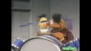 Sesame Street: Bert&Ernie Play Drums