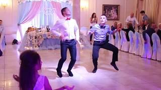 Прикольный танец друзей на свадьбе 4.10.17