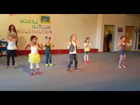 Der Korrektor der Haltung für die Kinder in ukraine