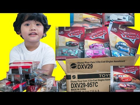 Unboxing NEW Disney Cars 3 Diecast 2018 CASE C Collector Card - ONE CAR IS MISSING A CARD