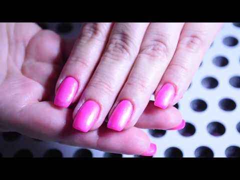 Nota un fungo su unghie di mani