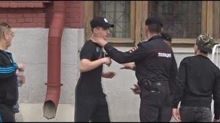 РЕАКЦИЯ ПОЛИЦИИ НА ДРАКУ в центре Москвы / ПРАНК закончился арестом !