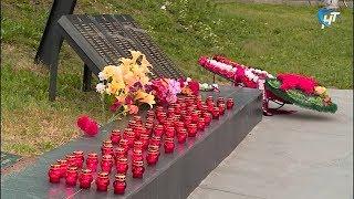 В 4 утра в День памяти и скорби в Великом Новгороде зажглись свечи памяти