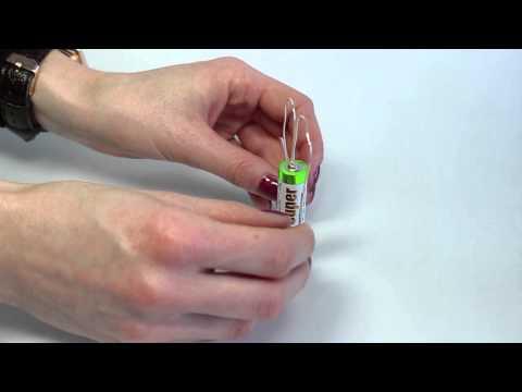 Einfache Elektromotoren mit Magneten, einer Batterie und etwas Draht