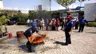 Keseruan Ibu-ibu Lakukan Simulasi Penanggulangan Kebakaran