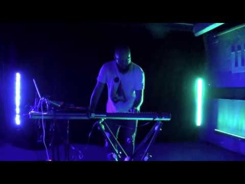 Push Against New Fakes - Flow[less] [live at Wave - 26/05/2017]...