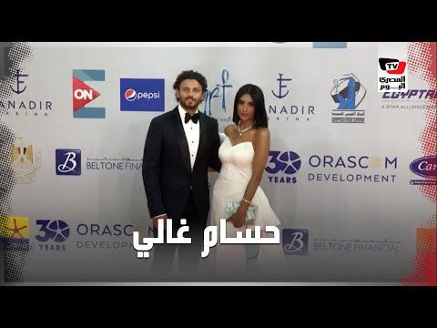 حسام غالي وزوجته على السجادة الحمراء