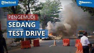 Mobil Sport Mazda RX-7 Terbakar di Kebayoran Baru, Berawal saat Pengemudi Sedang Test Drive