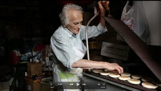 How To Make Crescente Flatbreads With Concetta | Pasta Grannies