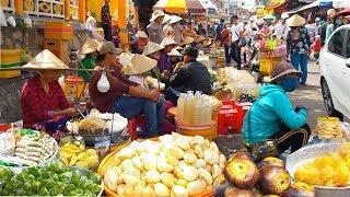 Những món ăn đường phố ở Miếu Bà Chúa Xứ Châu Đốc   Street food in Ba Chua Xu Temple