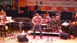 Aaron Neville - Ain't No Sunshine When She's Gone (6/25/2011)