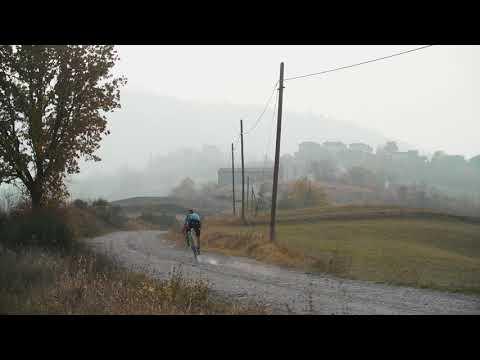 """Domenica p.v. si terrà a Vernasca (Piacenza) la prima edizione della """"Fingers Cross"""", una gara """"gravel point to point"""" ideata dal campione di mountain bikeMarco Aurelio Fontana con il supporto di Red Bull."""