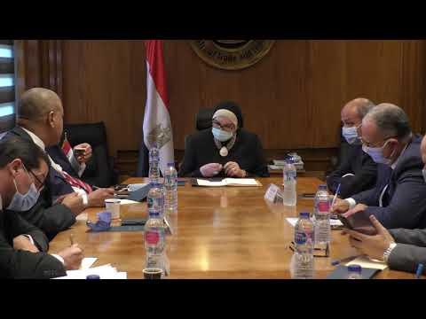 إجتماع الوزيرة/نيفين جامع الوزيرة مع عدد من منتجي ومصدري الجلود والمصنوعات الجلدية