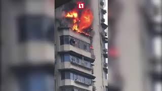 Спасаясь от пожара, повис на 24 этаже