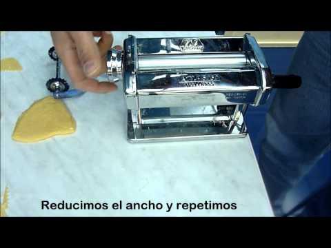 Cómo usar una máquina de pasta para hacer lasaña