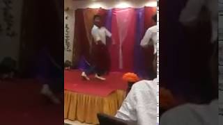 Boy is dancing like champak lal gadda very funny must watch
