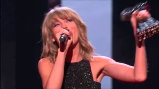 Taylor Swift Performing and Winning at the IHeartRadio Awards 2015