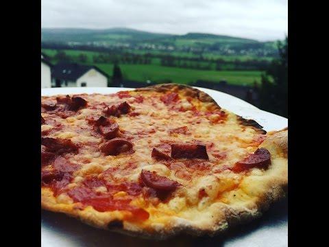 Pizza belegt mit Bacon Bomb vom Grill - lockergrillen.de