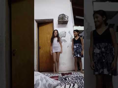 Mi prima y mi hermana bailando jaja