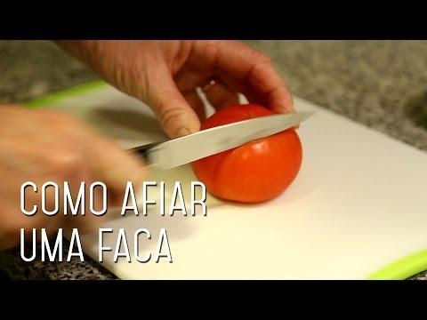 Suas facas não cortam mais nada? Veja como afiá-las em casa!