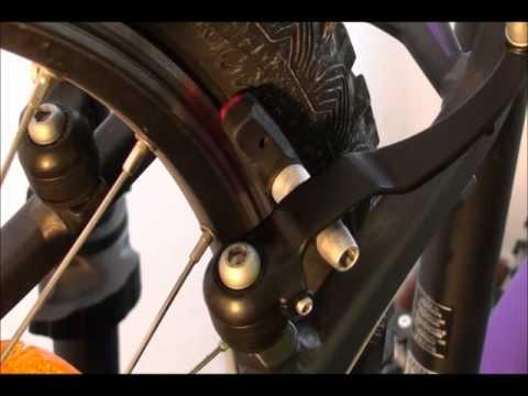 ¿Cómo se ajustan los frenos de la bicicleta?
