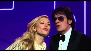 Katheryn et Charlie Sheen chantent Águas de Março