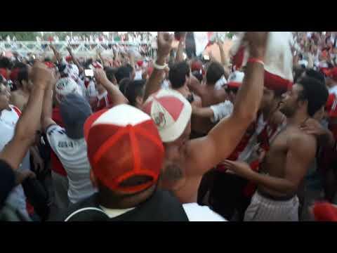 """""""Mira que distintos somos - previa de los borrachos vs boca supercopa 2018"""" Barra: Los Borrachos del Tablón • Club: River Plate • País: Argentina"""