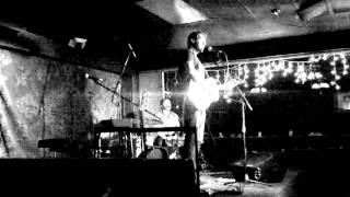 "Ari Hest - ""A Good Look Around"" - Live at The Mill in Iowa City (3/15/2011)"