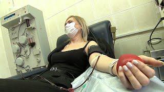 Мэр Москвы установил выплаты донорам крови с антителами на коронавирус.