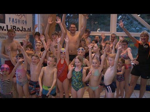 Jong en oud krijgt zwemles van ex-topzwemmer Bastiaan Tamminga - RTV GO! Omroep Gemeente Oldambt