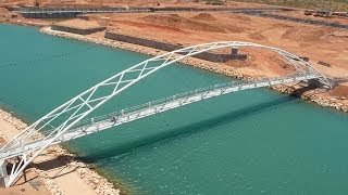 preview picture of video 'Exmouth Marina Footbridge'
