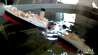 Modified high- angle breakup Titanic submersible model sinks and splits