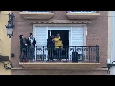 Video: Sanjuaneras en los balcones de Valencia como apoyo a Soria