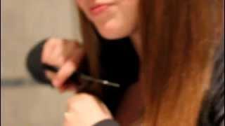 петруха отстригает волосы